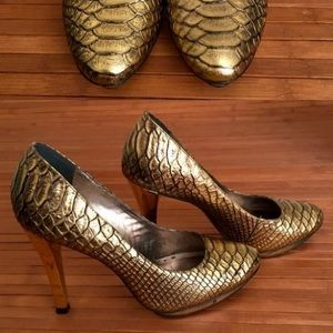 Gianni Bini Gold Snake Skin Heels